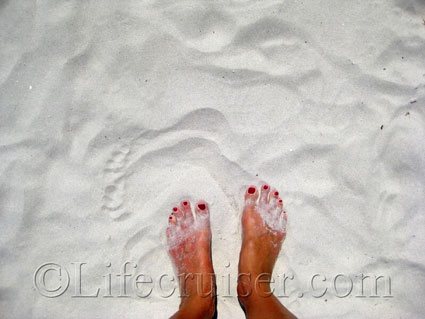 Lifecruiser's sandy feet at Alcudia Beach, Majorca, Photo Copyright Lifecruiser.com
