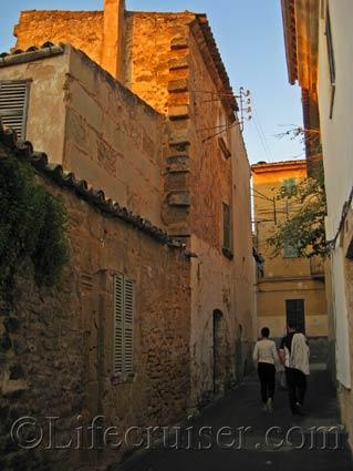 Alley in Alcudia Old Town, Majorca, Photo Copyright Lifecruiser