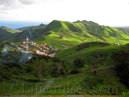 A green valley in Anaga area, Tenerife North, Photo by Lifecruiser