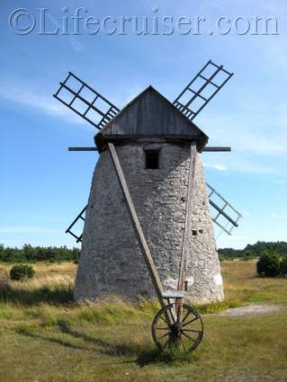 Windmill at Broa, Fårö island, Gotland, Sweden, Copyright Lifecruiser.com
