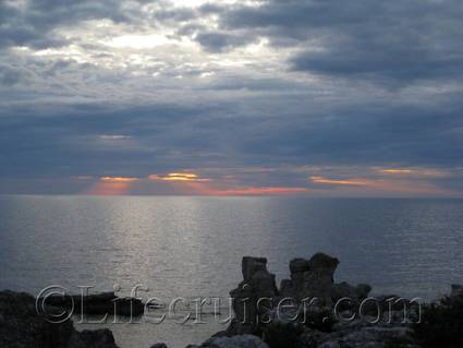 Sunset at Digerhuvud sea stack area, Fårö island, Gotland, Sweden, Copyright Lifecruiser.com