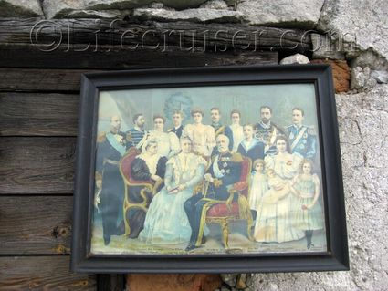 An old painting of the Swedish royals at an countryside auction at Lauters, Fårö island, Gotland, Sweden, Copyright Lifecruiser.com