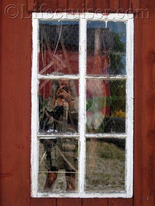 Window peek at  Fårö island, Gotland, Sweden, Copyright Lifecruiser.com