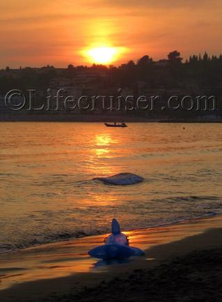 Shark at Bandol beach in sunset, France, Copyright Lifecruiser.com