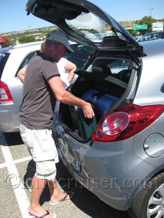 Mr Lifecruiser is packing the car trunk, France, Copyright Lifecruiser.com