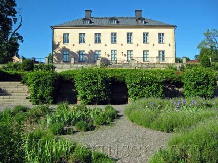 Hässelby Slott Castle Backside, Stockholm, Photo Copyright Lifecruiser.com