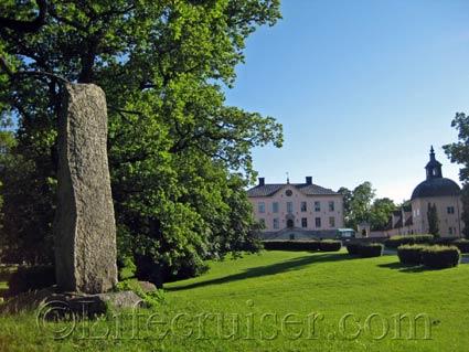 Hässelby Slott Castle Frontside, Stockholm, Photo Copyright Lifecruiser.com