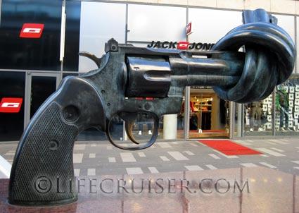 Lifecruiser photo Non-Violence sculpture knotted gun