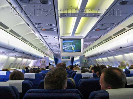Flight interior Airbus A330-300, Palma flight, Photo by Lifecruiser