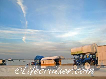 Romeria San José wagons at Sanlúcar ferry line, Photo by Lifecruiser