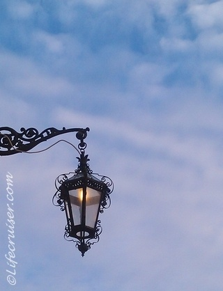 Antique street lamp champ