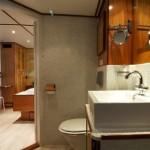 Bathroom hotel boat St Katharine Barcelona