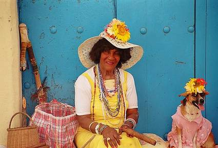 cuba-colorful-lady
