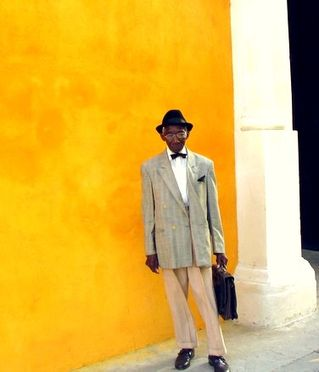 Cuba-colorful-wall-man