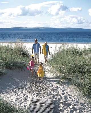embo-beach_grannies-heilan-hame-holiday-park