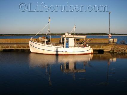 faro-boat-sea-mirror, Baltic Sea Port, Gotland, Sweden