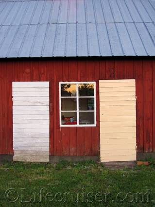Faro farm doors painting