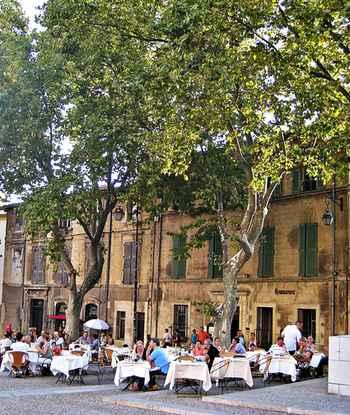 France: Avignon town square restaurant