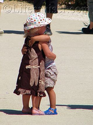 fr-kid-love-hug, Provence, France