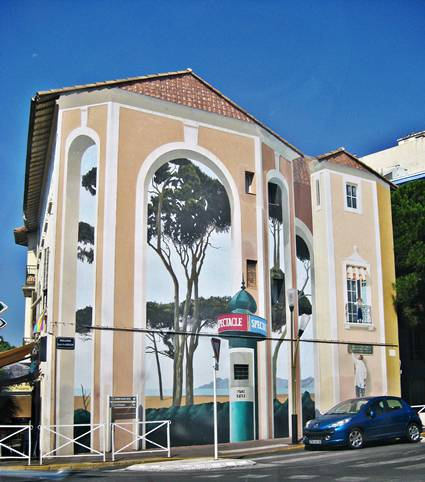 French Riviera Photo: House wall tree painting