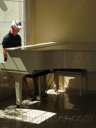 Lifecruiser playing grand piano