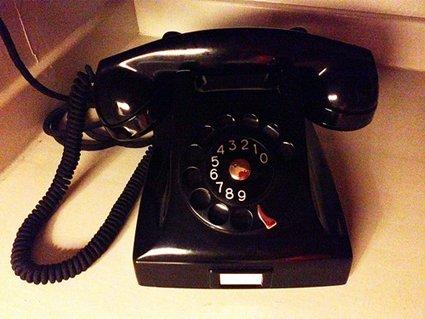 Lifecruiser's vintage black bakelite phone