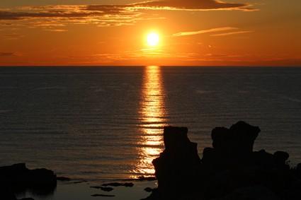 Sweden, Gotland: Fårö rauk sunset
