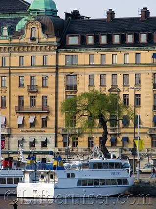 Stockholm-boat-tree see, Sweden