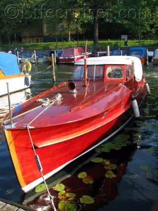 se-stockholm-langholmen-mahogany-boat, Sweden