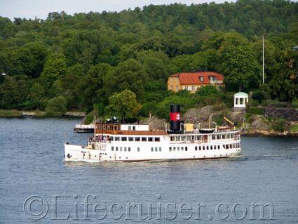 se-stockholm-old-tour-boat