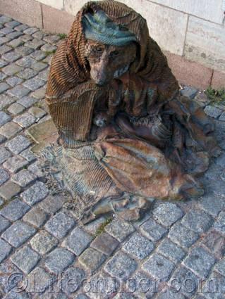 Stockholm-rag-and-bone-street statue, Sweden