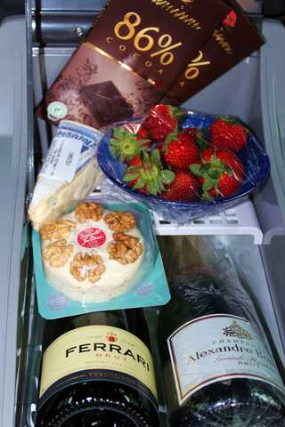 Skoda coolbox 15L Champagne and yummy snacks of Lifecruiser