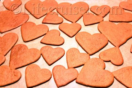 swedish-heart-cakes-pepparkakor